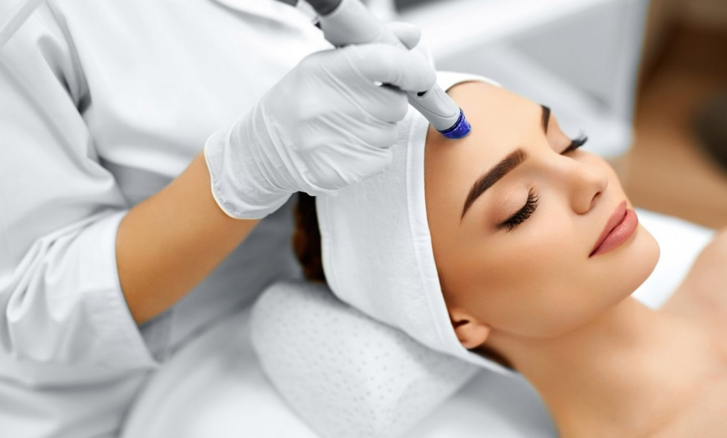Choosing the Best Esthetician School – Important Criteria To Look At